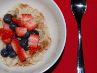 Cinnamon Oatmeal with Berries