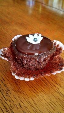 Mini cupcake with ganache